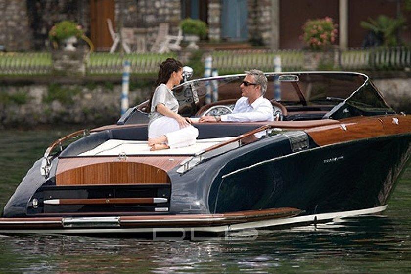 location de riva location de riva monaco louer un riva riva yacht charter. Black Bedroom Furniture Sets. Home Design Ideas