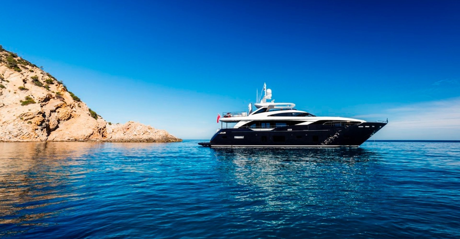 5 Cabins, Owner's cabin on the Main deck, Tender garage...