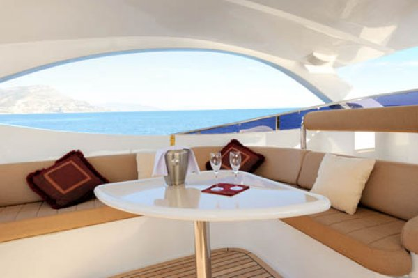 Flybridge AZIMUT 80 Carat. Builder: AZIMUT. Model: 80 Carat. Type: Flybridge